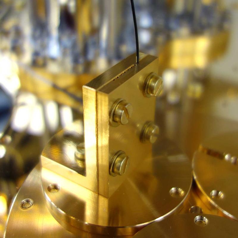 Bluefors optical fiber clamping 2019
