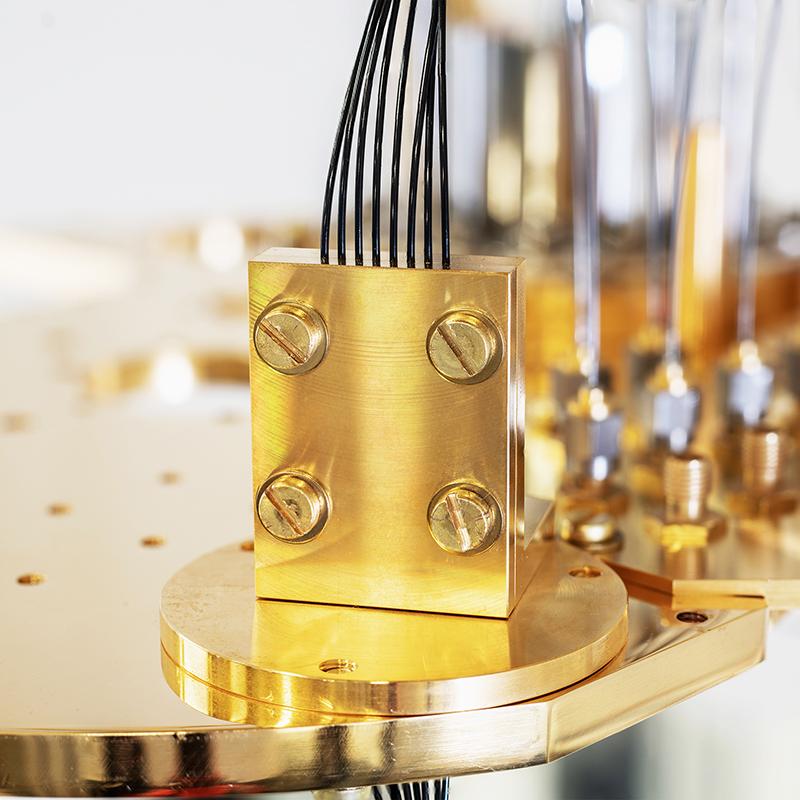 Bluefors' optical fiber clamping